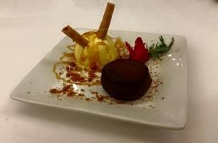 Petit Gateau de Chocolate com Gelado de Baunilha